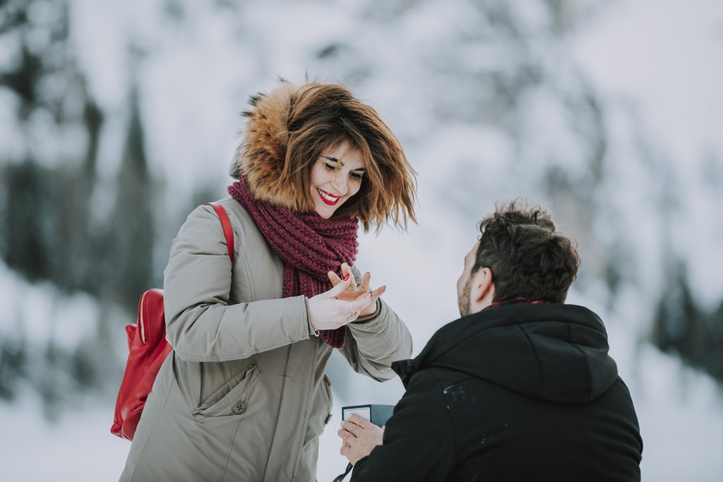 Winter Hochzeitsantrag in den Dolomiten