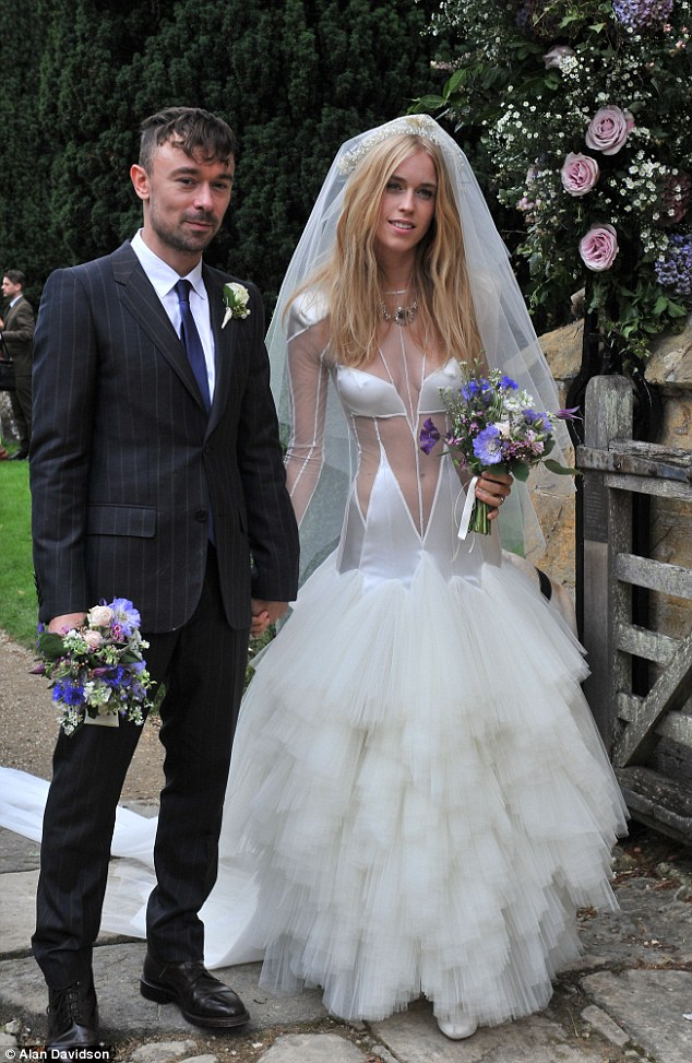 69363acb5a9 Top 5 Worst Celebrity Wedding Dresses Of All Time
