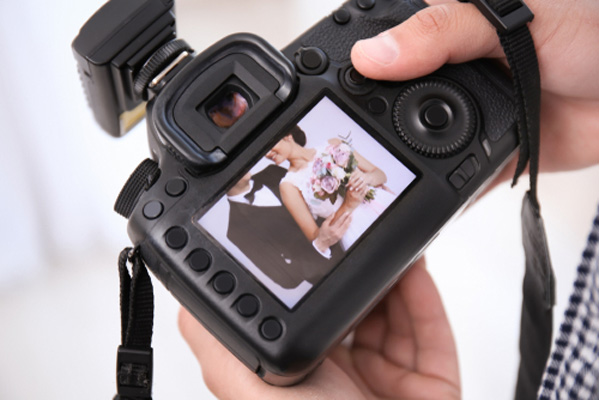 become a successful wedding photographer