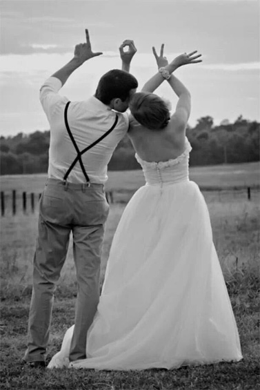 10 Unique Wedding Photo Poses  Ideas  WeddingPhotoUSA