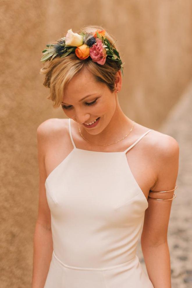 wedding hairstyles short hair flower crown pixie