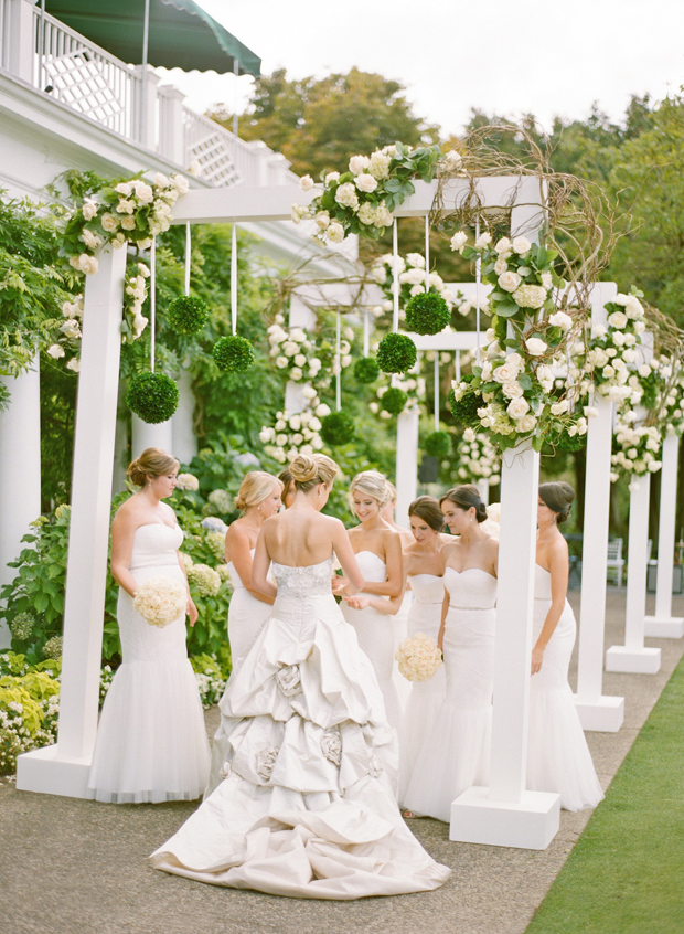 Wedding Ideas Inspired by the 2017 Pantone Shade Greenery