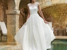 Ask the Experts: What Type of Dress Should I Choose for a Destination Wedding? images 3
