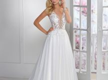 Ask the Experts: What Type of Dress Should I Choose for a Destination Wedding? images 4