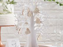 13 Gorgeous Wedding Guest Books You Can Pick Up Now! images 0
