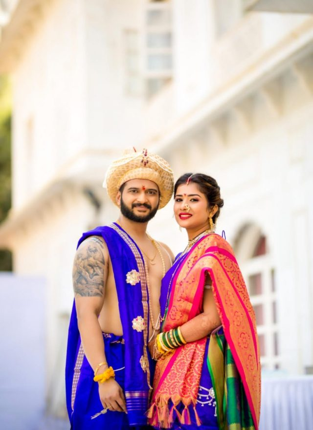 bride and groom in colour coordinated maharashtrian wedding wear