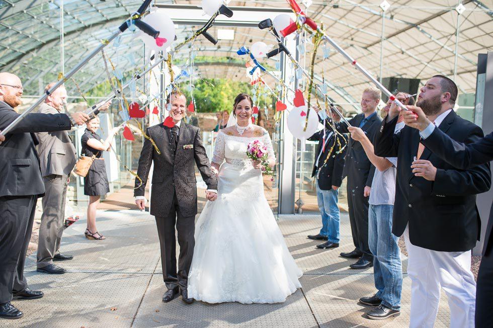 Coole romantische Hochzeit vor antiker Kulisse