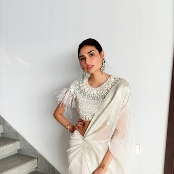 Athiya Shetty's pre-draped Tarun Tahiliani sari is so new-gen!