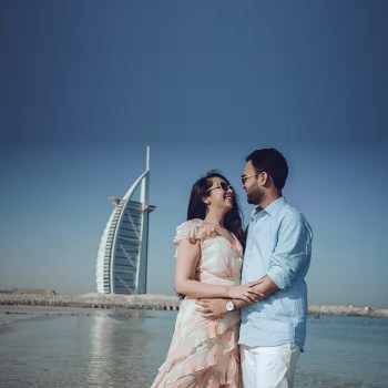 Shot against the stunning Dubai cityscape, this couple's prewedding photoshoot will stir up your wanderlust