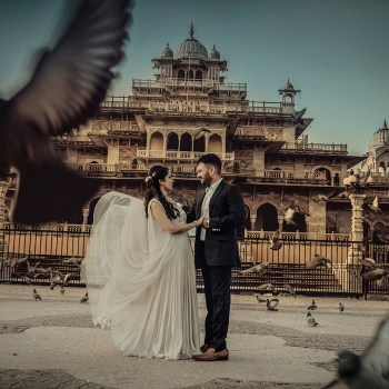 From a day under the elegant palace arches to a night under the stars, this photoshoot in Jaipur aced with every shot