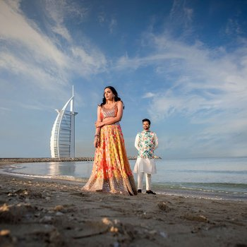 Surrounded by the exotic Dubai landscape, this pre-wedding photoshoot was high on glamor