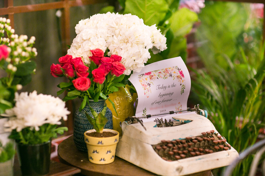 Pretty blooms and chic Parisian touches, had this engagement looking breathtaking.