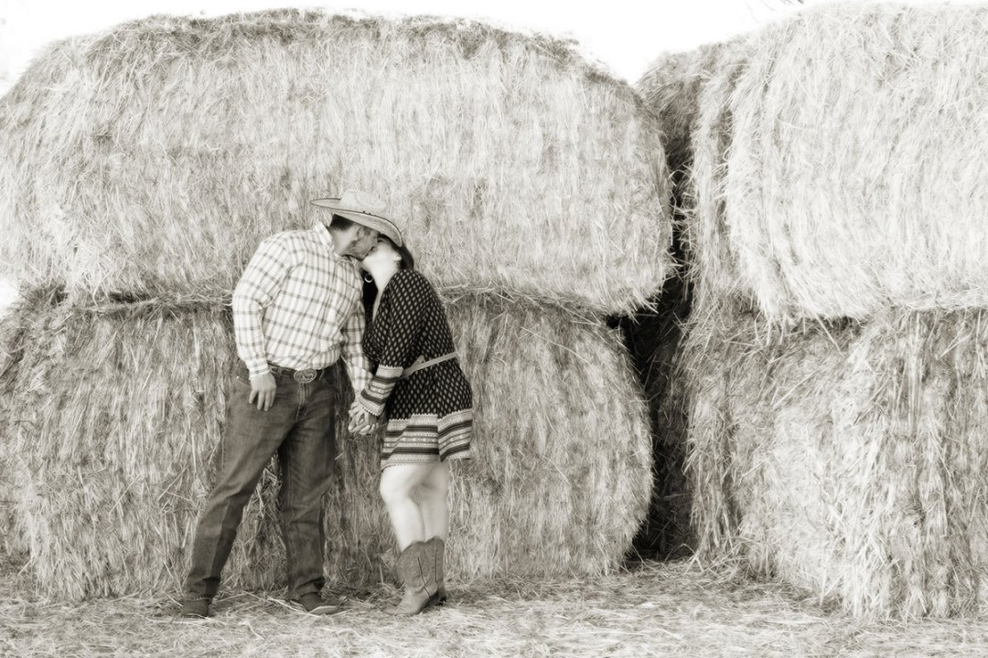 country-themed-engagement-session
