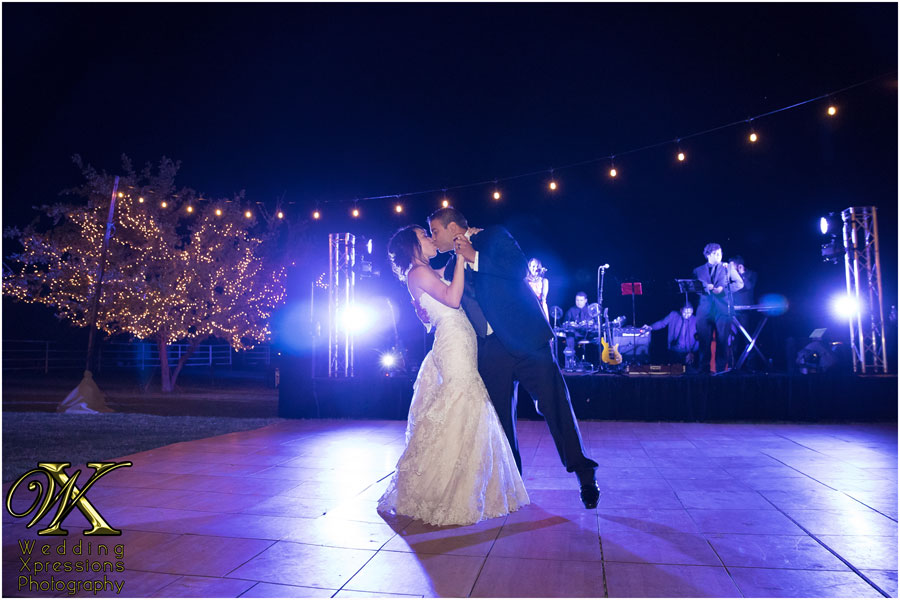 El Paso wedding photography of bride and groom first dance