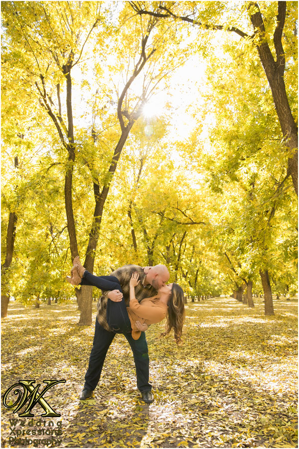 engagement photography in the fall