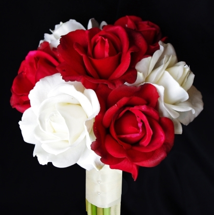 Free Fall Harvest Wallpaper Natural Touch Open Red And Off White Roses Bouquet