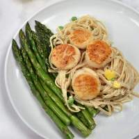 Creamy Pasta with Scallops and Asparagus