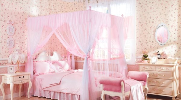 little girls pink bedroom with canopy bed Une chambre de princesse   Weegora