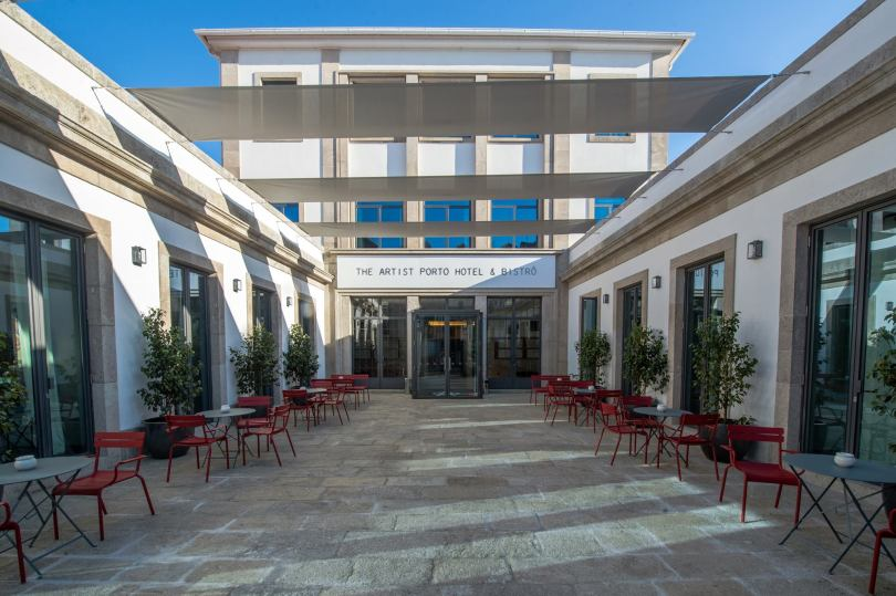 Entree et patio du The Artist Porto Hotel Bistro - Hotel ecole 4 etoiles - Porto