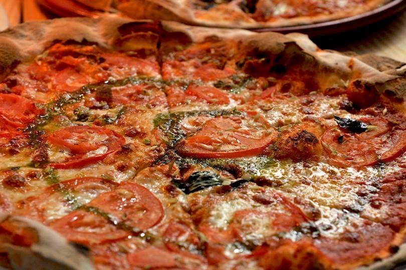 Pizza de chez Vicios de Mesa - Restaurant espace Maus Habitos - Porto