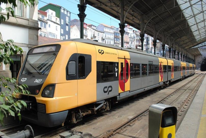 Train urbain de Porto - station Sao Bento - centre de Porto