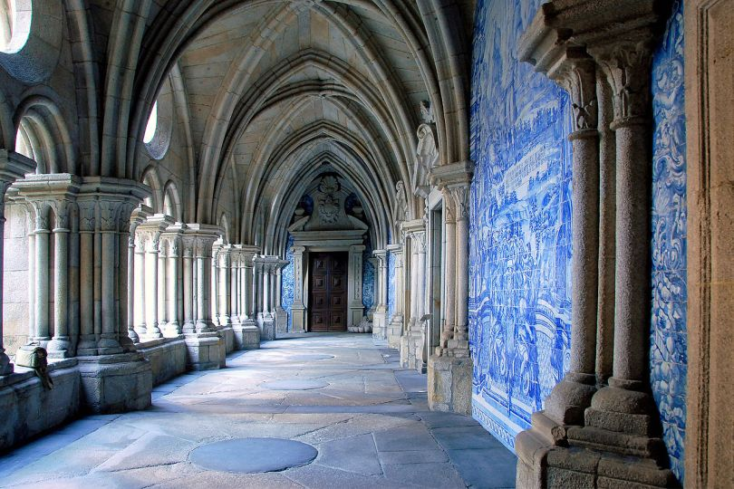 Cloitre de la cathedrale de Porto avec ses azulejos