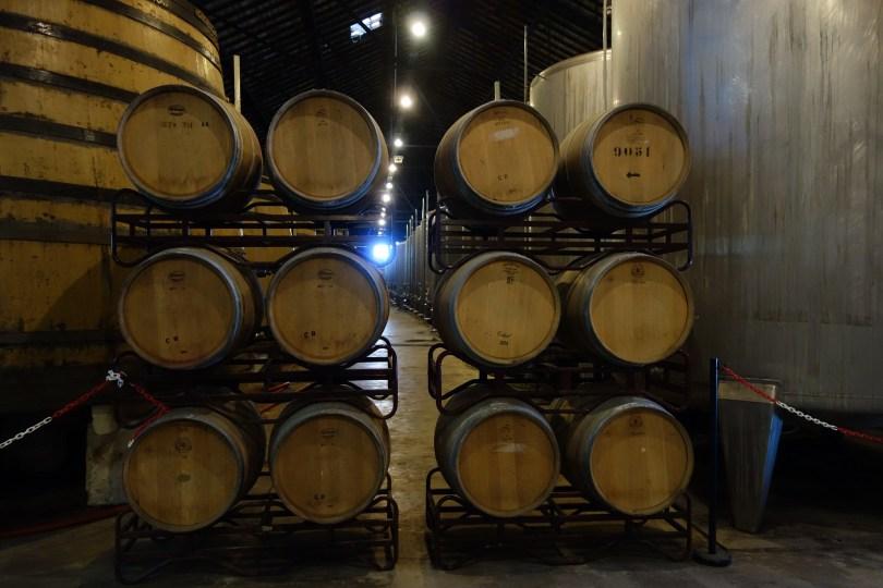Tonneaux de vins de Porto dans la cave de la Real Companhia Velha - Vila Nova de Gaia