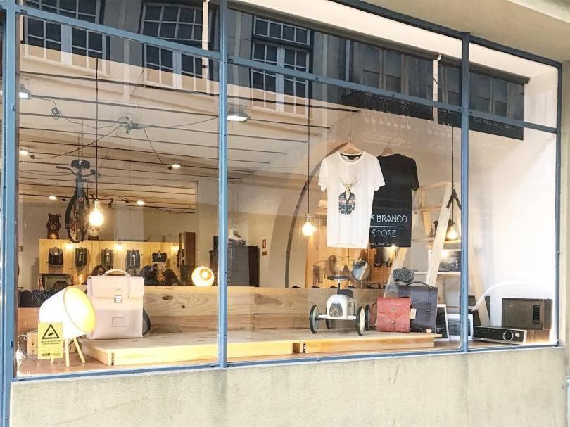 Devanture du concept store Almada em Branco - Boutique design - Porto