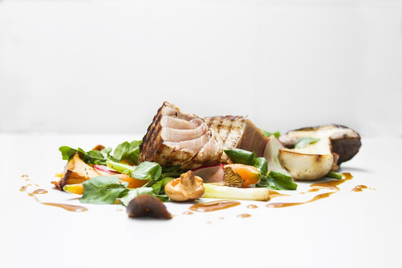 Thon gras - legumes bio - asperges sauvages - capres - Plat Pedro Lemos - Porto