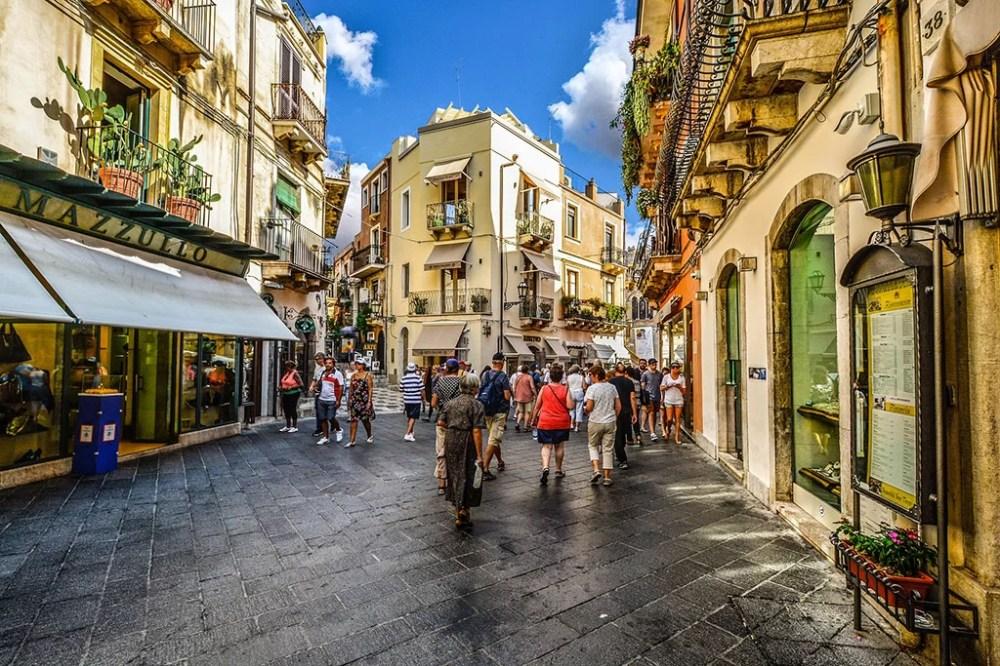 The Corso Umberto in Taormina