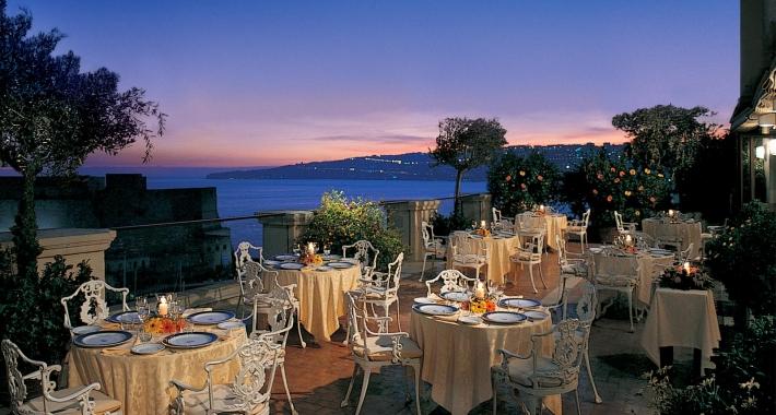 Cena romantica a Napoli  Weekend a lume di candela