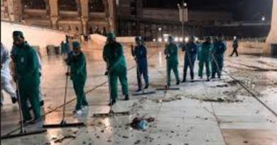 Plague of Locusts attacks Islam's holiest mosque Ka'aba
