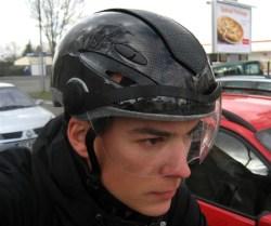 ...le regard concentré du cycliste urbain ! :P