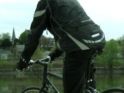 Vue sur l'arrière de la veste et la lumière intégrée