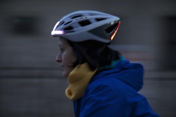 Lumos, le casque avec éclairage et clignotants intégrés