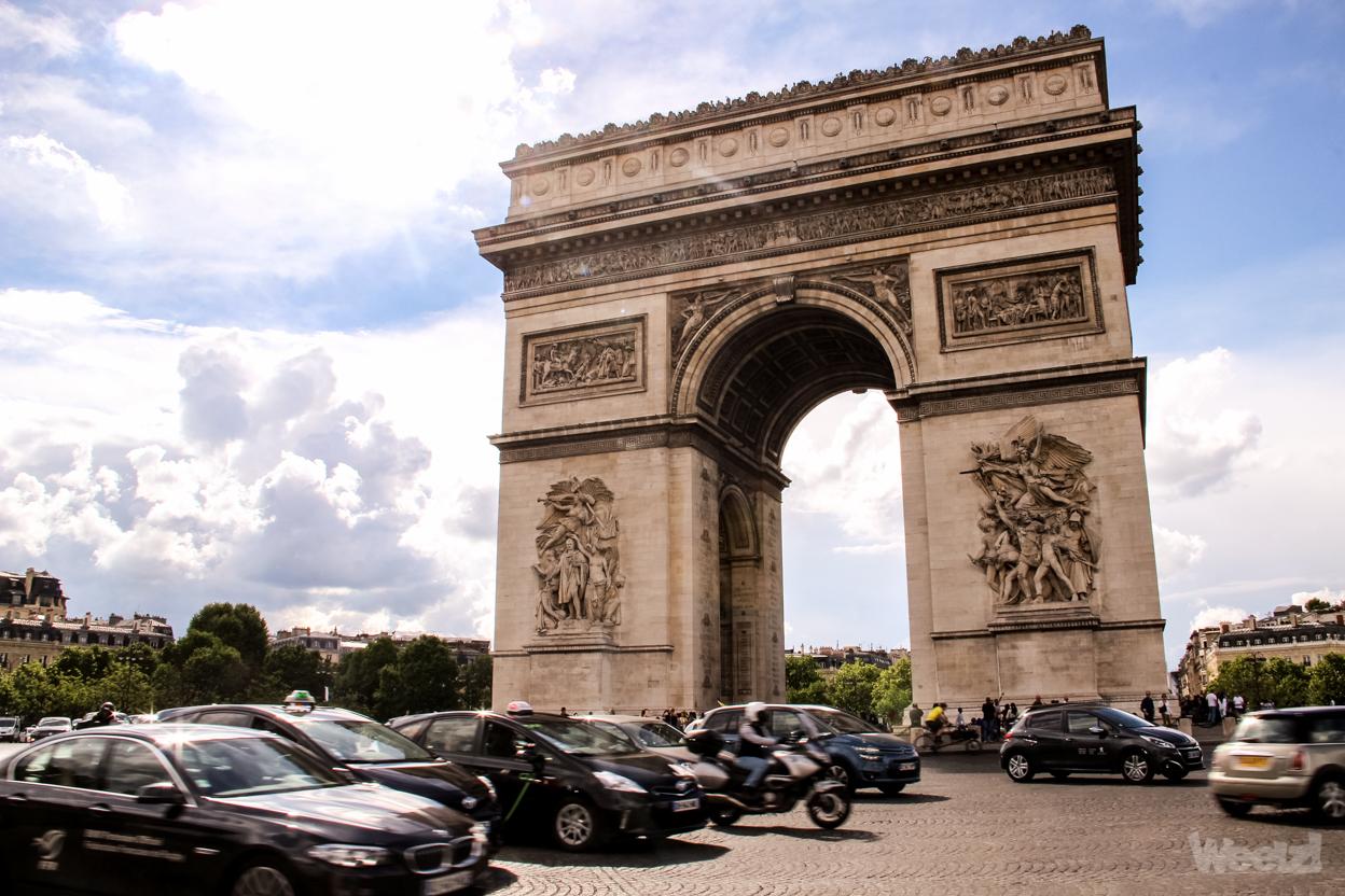 La Place de l'Etoile bloquée par des cyclistes de XR