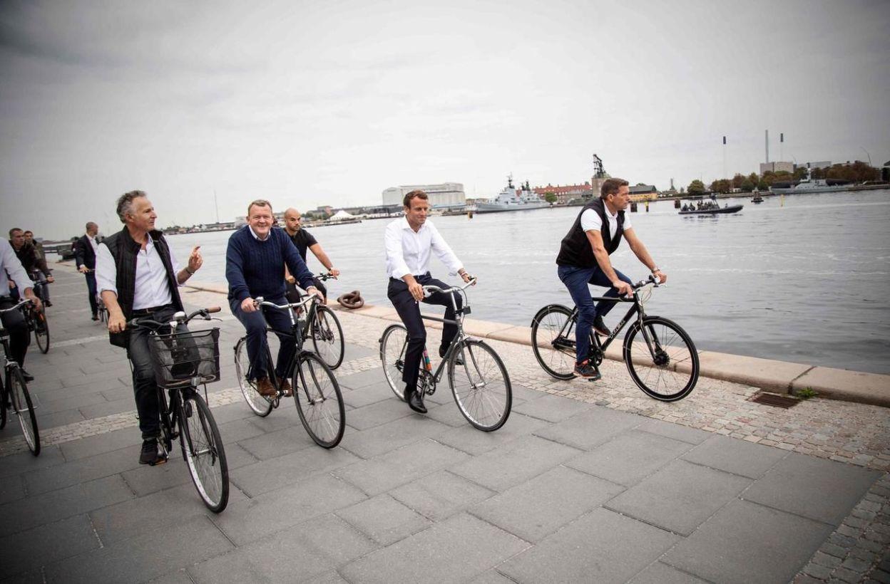 Quand Emmanuel Macron découvre la solution vélo à Copenhague