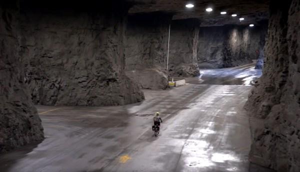 A vélo dans les entrepôts souterrains de Springfield