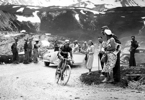 L Italien Gino Bartali Assaut Galibier 7 Juillet 1939 La Chaussee Etait Loin Etre Asphaltee 0 1400 879