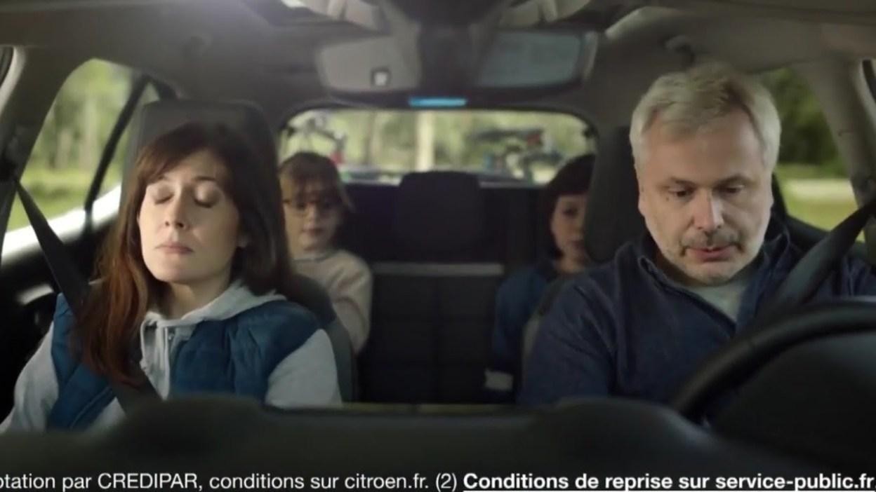 Pub Citroën C5 Aircross hybride, pas facile de quitter le confort du monde d'avant