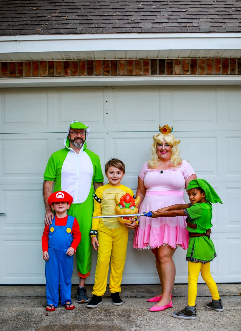 Super King Party – Family Halloween Costume