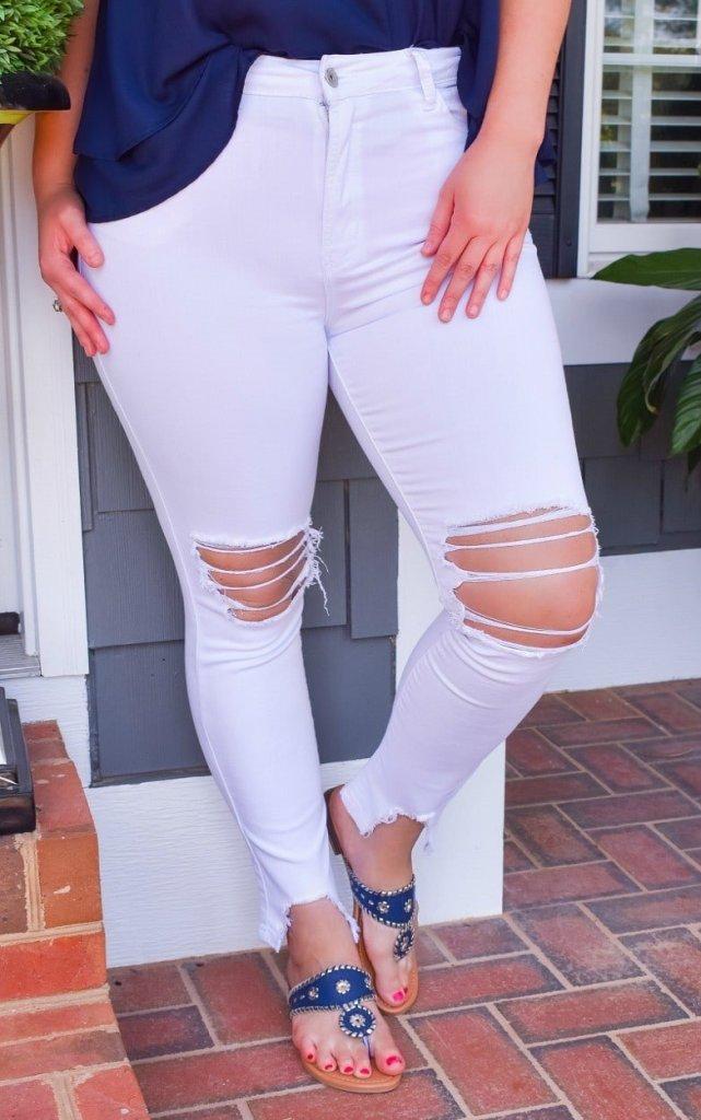 Perfectly Priscilla white jeans distressed