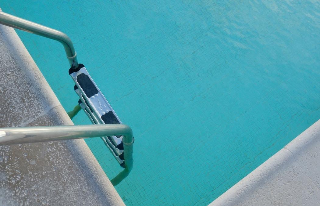 När vinterstänger du poolen? Vill du kanske ha vår hjälp?