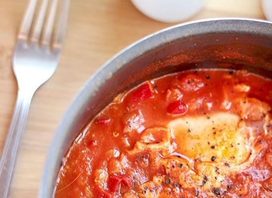 Szakszuka, czyli jajka w sosie pomidorowym z soczewicą