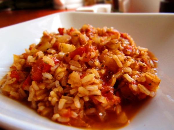 Ryż z sosem pomidorowym