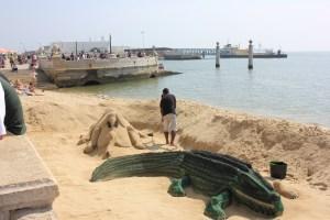 Sandkünstler stellen wahre Kunstwerke aus Sand her