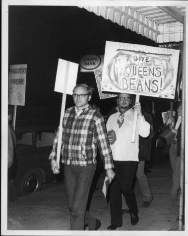 GLF_picketers_at_Barneys_Beanery (1)