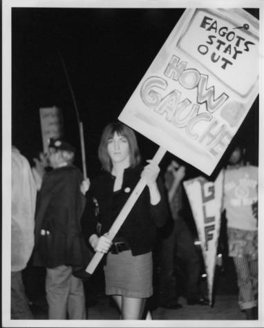 GLF_picketers_at_Barneys_Beanery
