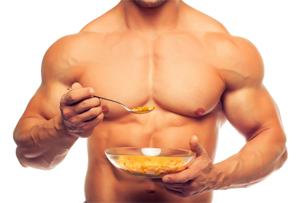 bodybuilder-bulking-up-eating