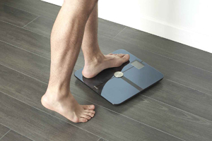 stepping-on-scale-gain-muscle
